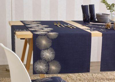 Blaue Tischdekoration von Ihrem Raumausstatter Wohnkultur Krause aus einer anderen Perspektive